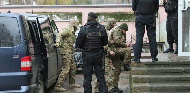 Ukrainscy marynarze przed sądem w Symferopolu