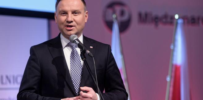 """Prezydent ocenił, że radio to zawsze było i jest przestrzenią """"otwartej, konstruktywnej dyskusji ludzi wiary i polskich patriotów""""."""