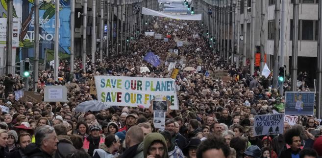 Ponad 65 tys. osób wyszło na ulice Brukseli w związku z COP24. Domagali się walki ze zmianami...