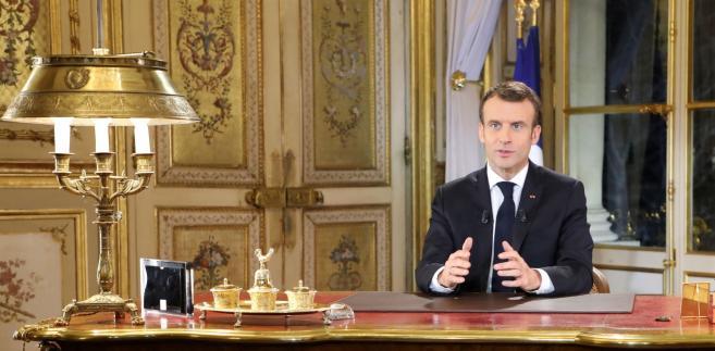 """Nowe kroki zapowiadane przez Macrona """"sugerują, że francuski rząd będzie miał więcej wydatków, co implikuje wyższy deficyt w 2019 r. i osłabia sytuację finansową"""" kraju - ocenia ekonomista Rainer Guntermann z Commerzbanku, drugiego co do wielkości banku w Niemczech."""