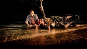Burza,Teatr Narodowy, Mariusz Bonaszewski (Trinkulo) i Daniel Namiotko (Ferdynand) fot. Krzysztof Bieliński