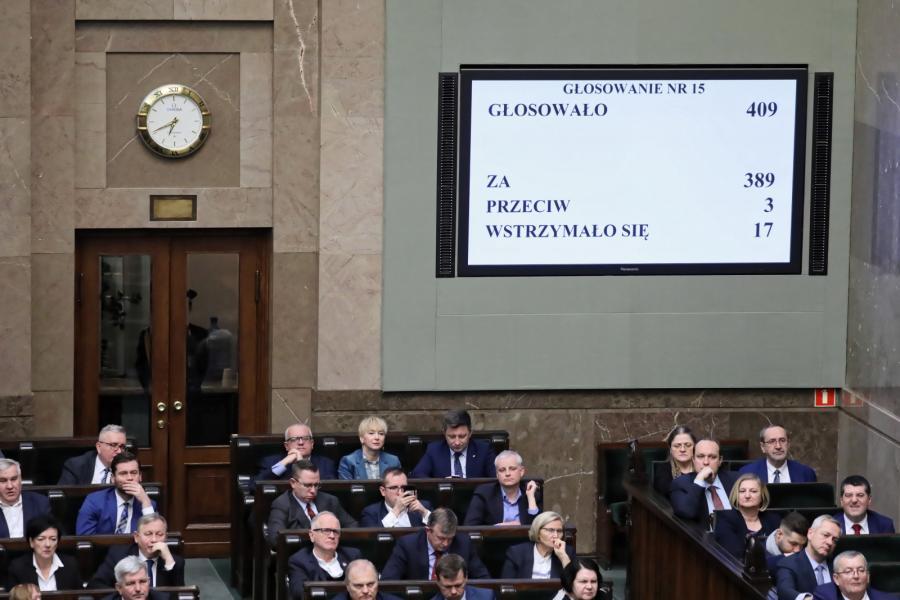 Sejm uchwalił ustawę m.in. obniżającą akcyzę na energię elektryczną i zmieniającą stawki opłaty przejściowej, co ma zapobiec podwyżkom cen prądu w 2019 r.