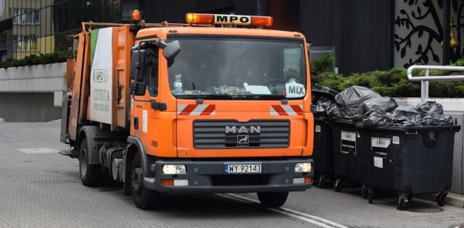 110 mln zł rocznie - tyle miałyby wzrosnąć dochody gmin na skutek wprowadzenia 4-krotności opłat za odbiór niesegregowanych odpadów
