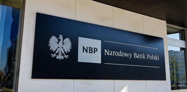 Dlaczego spieramy się o NBP? Jawność pensji to problem całej administracji publicznej