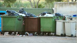Resort chce poluzować ograniczenia określone w wojewódzkich planach gospodarki odpadami (WPGO), tak aby pozwolić samorządom przekazywać odpady, które mają trafiać do specjalistycznych instalacji, pomiędzy województwami