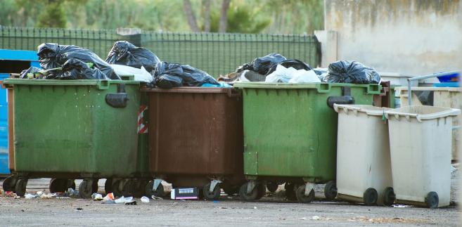 Liczyliśmy, że śmieci znikną za 9 zł miesięcznie. Podwyżka opłat ...