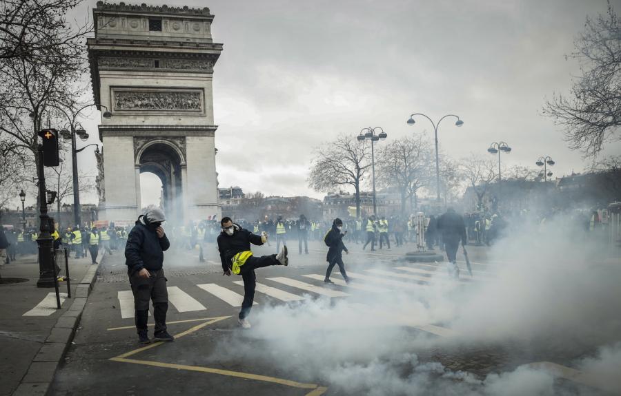 Paryż żołte kamizelki
