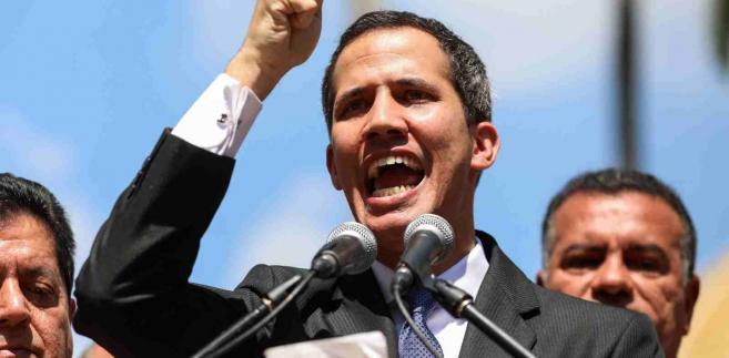 Zdaniem brytyjskiego dziennika, kluczowe są teraz dalsze kroki amerykańskiego prezydenta, a najlepszym rozwiązaniem byłyby nałożenie sankcji na sektor naftowy Wenezueli, mimo że w ten sposób ucierpieć mogą zwykli Wenezuelczycy.