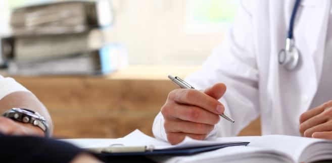 Pacjenci mogą monitorować, którzy lekarze oraz które placówki już je wystawiają – informacje o tym pojawiają się sukcesywnie na stronie Mapa.pacjent.gov.pl.