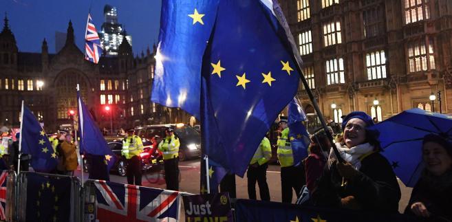 Wynik głosowania sprowadza się do przyznania May mandatu do podjęcia próby renegocjacji umowy wyjścia z UE, wyrażając co do zasady poparcie dla opuszczenia UE na podstawie umowy ws. warunków brexitu i deklaracji politycznej ws. przyszłej relacji ze Wspólnotą.
