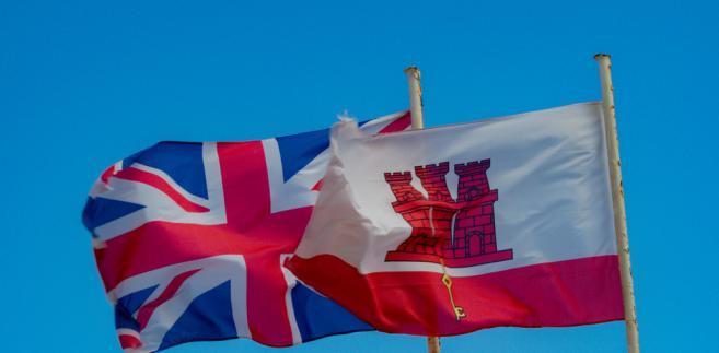 """W fragmencie dotyczącym Gibraltaru określono to terytorium """"kolonią brytyjskiej Korony"""" i zamieszczono przypis dotyczący sporu Hiszpanii z Wielką Brytanią o zwierzchnictwo nad nim."""