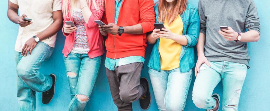 nastolatki smartfon