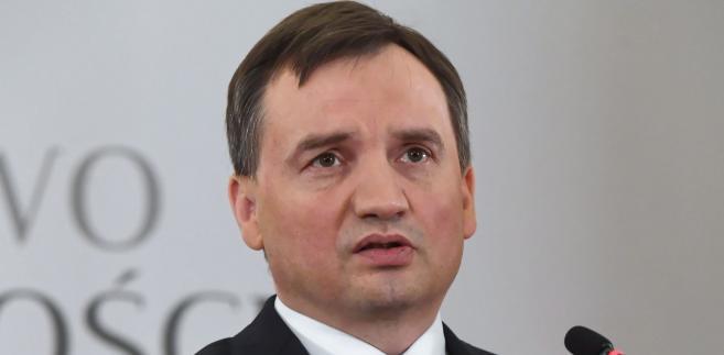 """W sobotę """"Superwizjer"""" TVN24 wyemitował reportaż dotyczący śledztwa w sprawie fałszowana podpisów pod poparciem kandydatów Młodzieży Wszechpolskiej (startowali z Komitetu Wyborczego Wyborców Ruch Narodowy) przed wyborami samorządowymi w 2014 roku."""
