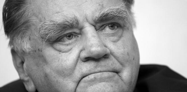 """Nie żyje Jan Olszewski, były premier, obrońca opozycjonistów w procesach politycznych w okresie PRL.  Politycy żegnają Jana Olszewskiego. """"Obrońca w czasach totalnego bezprawia""""."""
