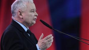 """500+ od pierwszego dzieckaTo pierwszy punkt nowego programu wyborczego PiS - ogłosił podczas sobotniej konwencji w Warszawie prezes PiS Jarosław Kaczyński. Zapowiedział, że 500 plus na pierwsze dziecko będzie od 1 lipca.Podczas sobotniej konwencji PiS, która odbywa się pod hasłem """"Nowa arena programowa"""".""""Mamy nowy program, program trudny. Pierwszy jego punkt to 500+ od pierwszego dziecka"""" - ogłosił na początku konwencji prezes PiS."""