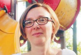 """Anna Zachorowska-Mazurkiewicz adiunkt w Instytucie Ekonomii, Finansów i Zarządzania Uniwersytetu Jagiellońskiego. Jej zainteresowania badawcze skupiają się wokół heterodoksyjnych szkół myśli ekonomicznej, szczególnie ekonomii instytucjonalnej i feministycznej. W 2016 r. opublikowała książkę """"Praca kobiet w teorii ekonomii: perspektywa ekonomii głównego nurtu i ekonomii feministycznej"""" fot. mat. prasowe"""