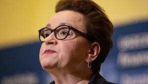 """Zalewska wskazała także, że likwidacja PIT-u dla osób poniżej 26 roku życia """"znakomicie poprawi"""" sytuację nauczycieli stażystów."""