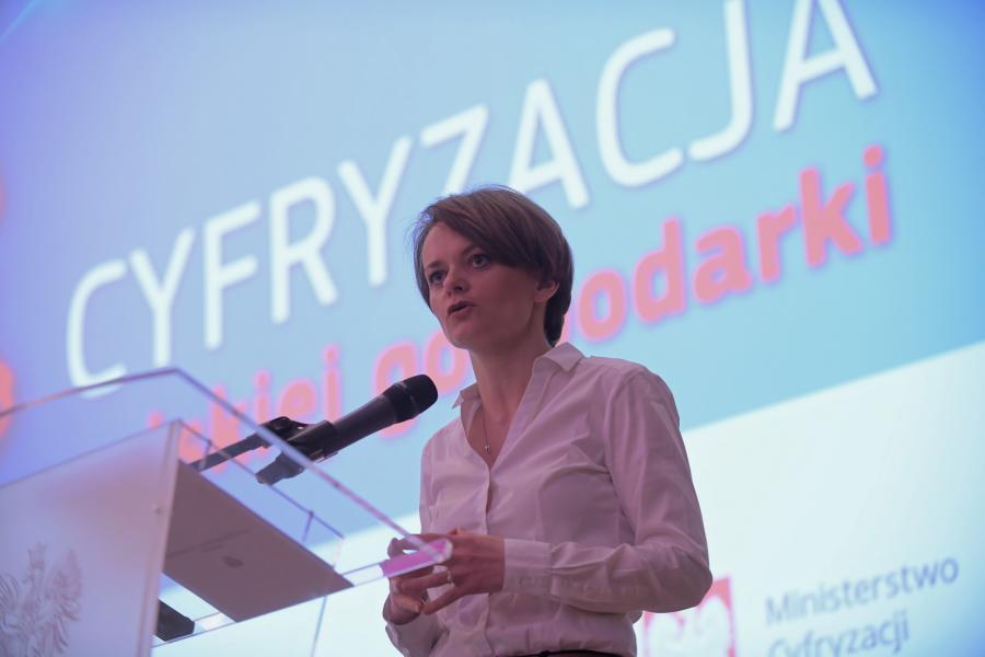 Minister przedsiębiorczości i technologii Jadwiga Emilewicz podczas otwarcia kongresu Cyfryzacja polskiej gospodarki