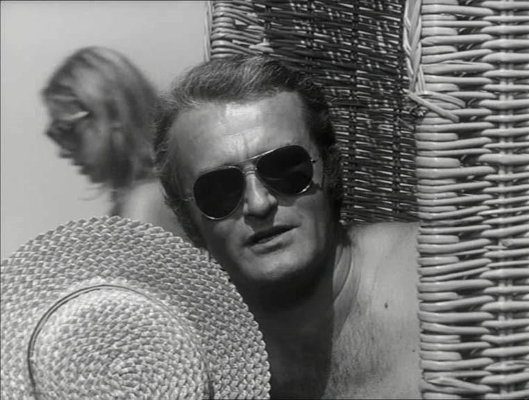 """Tadeusz Pluciński jako pilot, narzeczony Moniki w serialu """"Podróż za jeden uśmiech"""" (1971)"""