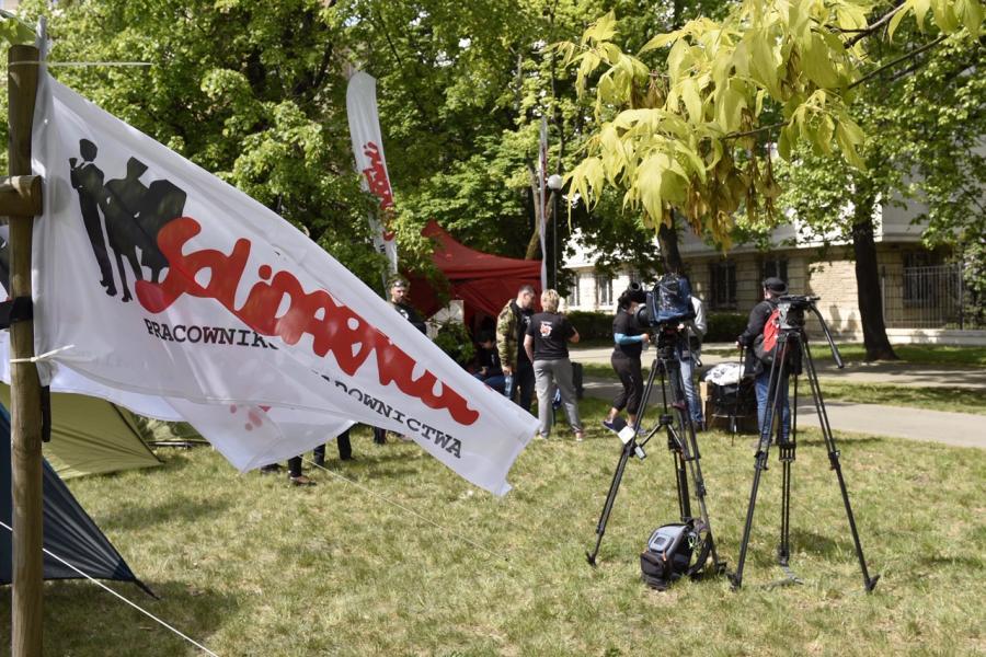 Miasteczko namiotowe pracowników wymiaru sprawiedliwości pod MS. Fot. Robert Bohdanowicz