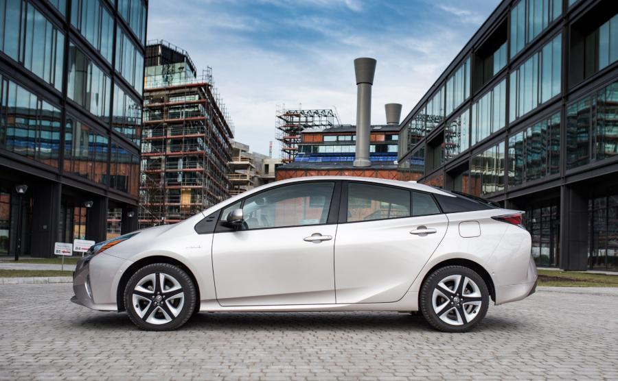 Toyota Prius IV. Z nieoficjalnych danych japońskiej marki wynika, że awaryjność jej hybryd spalinowo-elektrycznych jest mniejsza niż 1 proc. / dziennik.pl