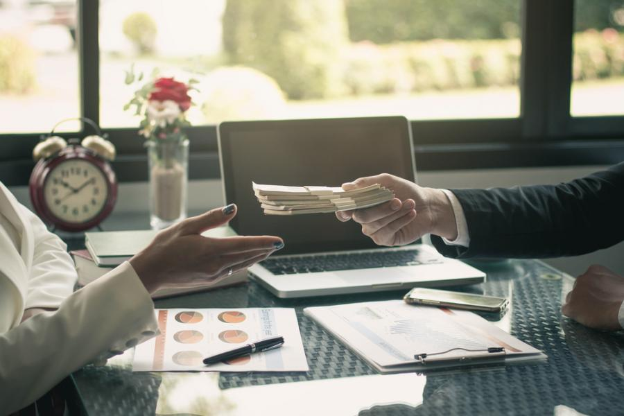 Pożyczka, korupcja, wręczanie pieniędzy