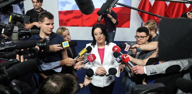 """""""Prosimy o wyliczenia i konkretne projekty"""". Rzeczniczka PiS o programie wyborczym Koalicji..."""