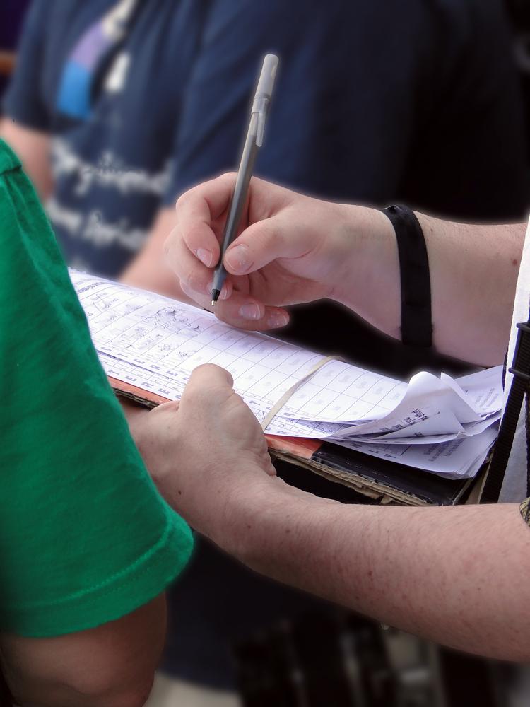 Zbieranie podpisów na ulicy. Petycja. Listy poparcia