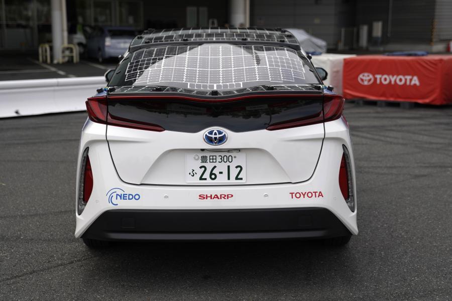 Toyota Prius wyposażona w system ładowania słonecznego