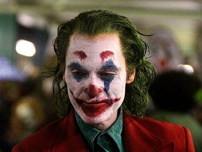 "Joaquin Phoenix w filmie ""Joker"" Todda Phillipsa (2019)"