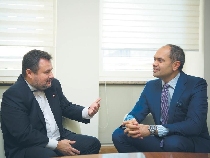 Robert Redeleanu, prezes UPC Polska, rozmawia z Markiem Niechciałem, prezesem UOKiK