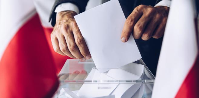 Sejm zmienił Kodeks wyborczy. Głosowanie korespondencyjnie dla wyborców po 60. roku życia