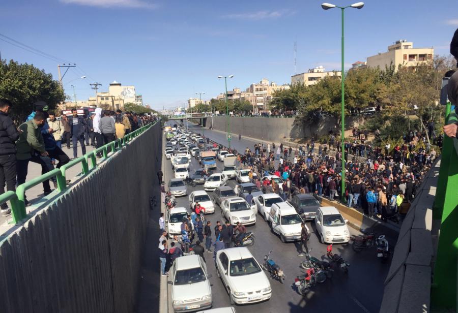 Iran. Protest z powodu podwyżek cen benzyny