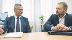 fot. Wojtek Górski  Dariusz Aniećko, dyrektor departamentu poboru podatków w Ministerstwie Finansów (z lewej) i Przemysław Koch, pełnomocnik ministra finansów ds. informatyzacji