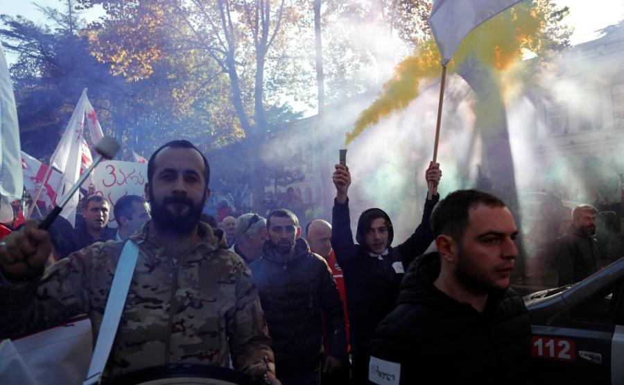 Demonstranci na ulicach Tbilisi