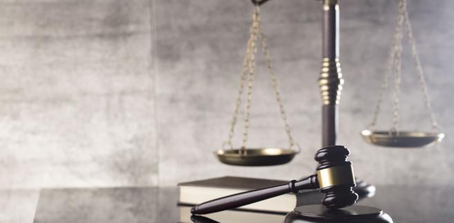 Powstanie przy ogłaszaniu wyroku dotyczy tylko uczestników rozprawy obecnych na sali rozpraw.
