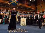 Olga Tokarczuk odebrała dyplom i medal noblowski z rąk króla Karola XVI Gustawa