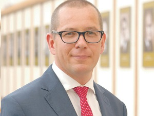 dr hab. Rafał Mrówka, profesor w Katedrze Teorii Zarządzania Szkoły Głównej Handlowej w Warszawie, kierownik i wykładowca przywództwa w Programie MBA-SGH