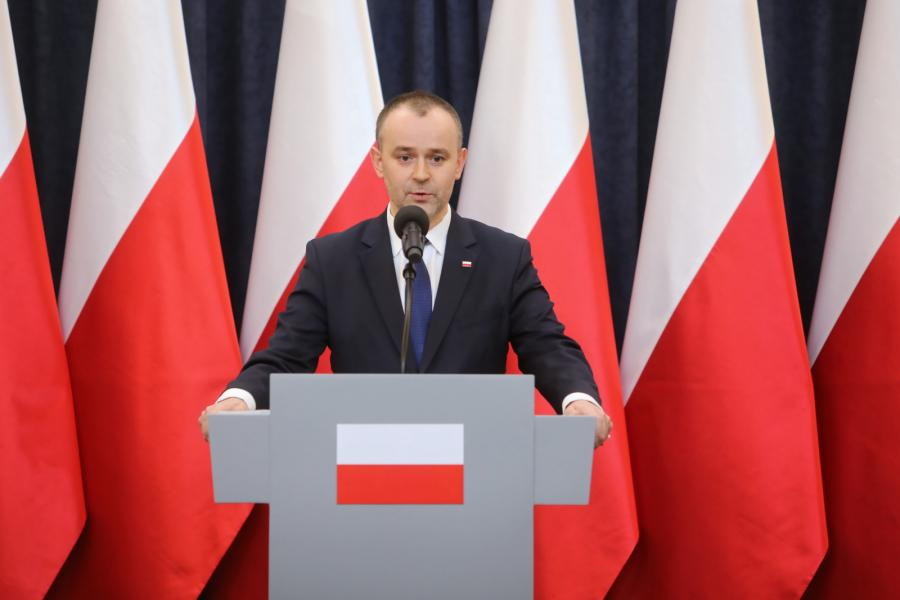 Zastępca szefa Kancelarii Prezydenta RP Paweł Mucha podczas briefingu prasowego po spotkaniu z przewodniczącymi klubów parlamentarnych i koła poselskiego