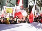 """Kluby """"Gazety Polskiej"""" popierają zmiany w sądach. Demonstracja pod TK"""