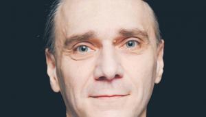 """Wojciech Cwalina, kierownik Katedry Psychologii Społecznej UMCS, specjalizuje się w psychologii marketingu politycznego. Jest współautorem książek, m.in. """"Marketing polityczny. Perspektywa psychologiczna"""" (2005) i """"Wieloznaczność w przekazach politycznych"""" (2015)"""