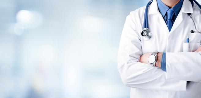 Senatorowie mówili, że obecny system nie gwarantuje tego, że będzie przybywać młodych lekarzy, tym bardziej że to trudny i nadal nisko opłacany zawód.