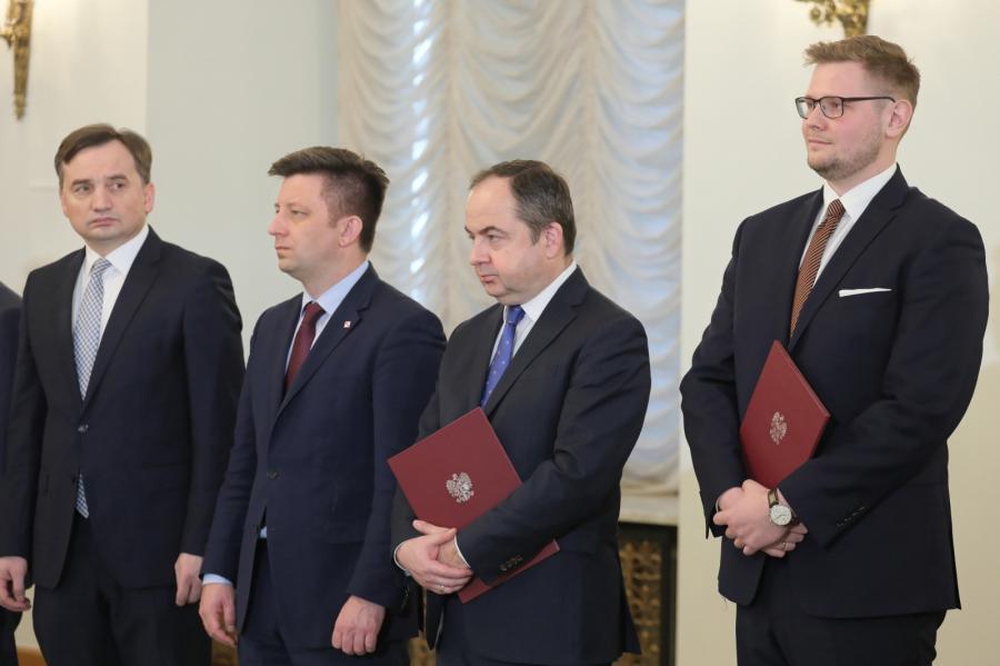 Prezydent Andrzej Duda dokonał zmian w składzie Rady Ministrów. Powołał Konrada Szymańskiego na ministra do spraw Unii Europejskiej oraz Michała Wosia na ministra środowiska