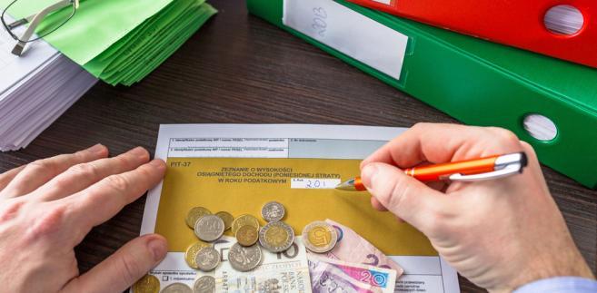 Należność z tytułu niedopłaty na podatek PIT trzeba przelać na swój indywidualny mikrorachunek podatkowy. Od 1 stycznia 2020 r. to jedyny sposób, by zapłacić PIT, CIT oraz VAT