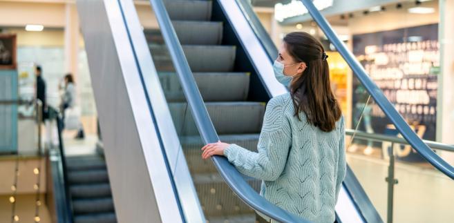 Bez maseczki zakupów nie zrobisz. Sprzedawca ma prawo odmówić obsługi klienta