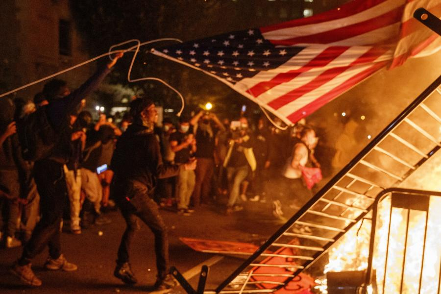 Nocne protesty w Waszyngtonie