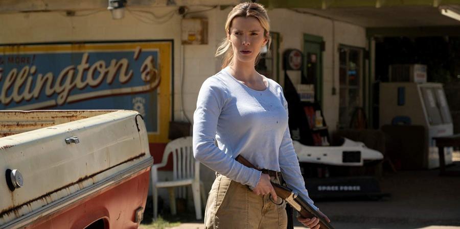 Betty Gilpin w filmie Polowanie (2020)