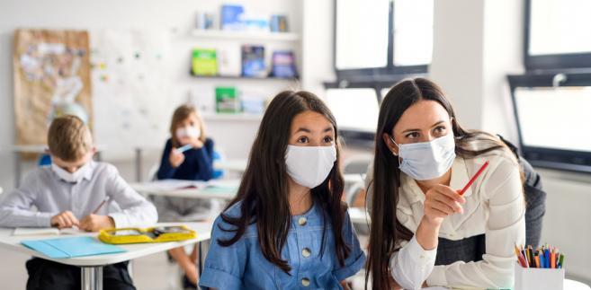 Ubezpieczenie szkolne a koronawirus: Czy można liczyć na odszkodowanie w przypadku zakażenia?