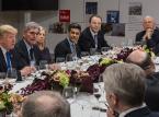 """<strong>""""Davos. Centrum świata"""", reż. reż. Marcus Vetter/Niemcy, Szwajcaria, Holandia, Ghana, Rwanda, Wietnam, Indonezja, Stany Zjednoczone/2019/116 min.</strong> <br><br> Co roku w styczniu szwajcarska wioska Davos gości Światowe Forum Ekonomiczne, na którym spotykają się czołowe elity polityczne, gospodarcze i ekonomiczne, a także przedstawiciele środowisk akademickich z całego świata. Dla 81-letniego założyciela Forum, Klausa Schwaba, celem Forum jest poprawa świata poprzez dialog, ale czy rzeczywiście jest to możliwe, skoro w ważnych spotkaniach za zamkniętymi drzwiami biorą udział wyłącznie osoby z establishmentu?   <br><br> Co prawda publiczne debaty i konferencje prasowe są od jakiegoś czasu transmitowane na stronie internetowej Forum – w duchu przejrzystego, choć półoficjalnego protokołu audiowizualnego – ale jeszcze nigdy w 49-letniej historii Forum nie pozwolono żadnemu filmowcowi na rejestrację od kulis tego wydarzenia. Przez trzy lata Marcus Vetter filmował przygotowania i przebieg Forum. Obserwacja prezydentów, szejków, książąt i innych ważnych gości – głównie mężczyzn – mówiących biegle po angielsku – potwierdza wiele uprzedzeń dotyczących tej prywatnej inicjatywy. Dyrektorka Greenpeace Jennifer Morgan krytykuje też Forum za to, że koncerny wykorzystują go do budowania pozytywnego PR-u, podczas gdy w rzeczywistości nadal kontynuują swoją dotychczasową działalność.   <br><br> Klaus Schwab jest zadowolony z działania Forum, na którym, jego zdaniem, omówić można wszystkie światowe problemy, ale ma to sens tylko wtedy, gdy proponowane metody ich rozwiązania są przeprowadzane w odpowiedzialny i rzetelny sposób. Gdy na Forum pojawia się 16-letnia wówczas aktywistka Greta Thunberg, wydaję się, że Schwab naprawdę chce przenieść Forum w nową erę, ale rodzi się pytanie: czy takie podejście przynosi korzyści całemu światu, czy nadal głównie jego elitom?"""
