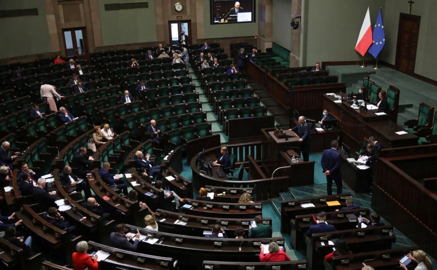 Posłowie na sali obrad w Sejmie 2